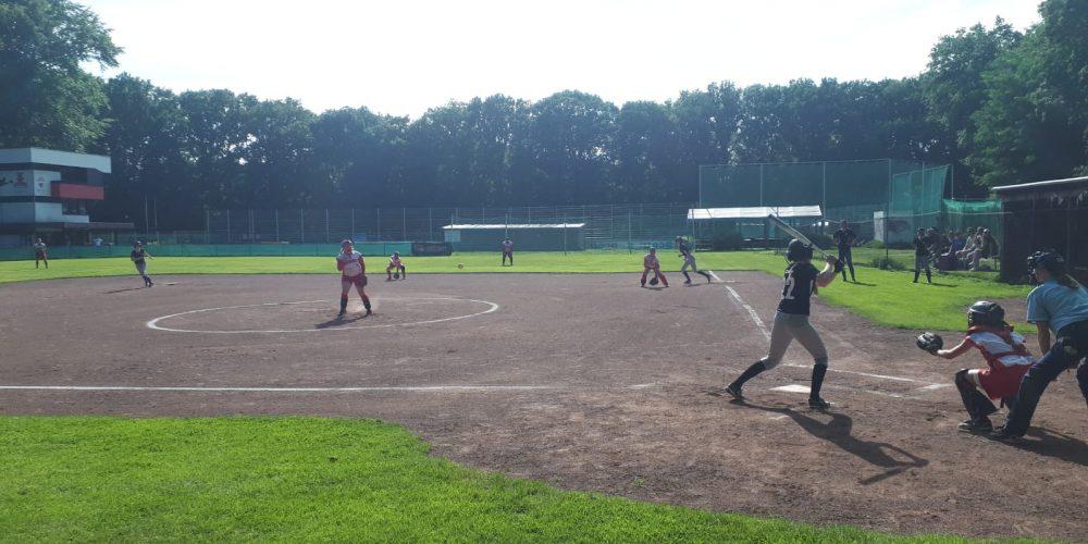 Hoher Sieg für die Landesliga-Damen bei schönstem Softballwetter
